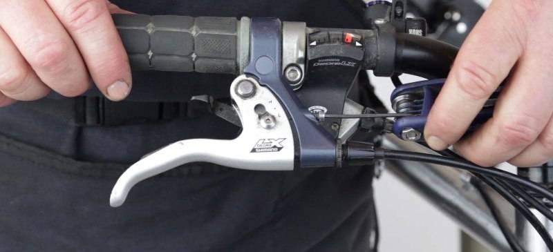 Настройка положения тормозной ручки