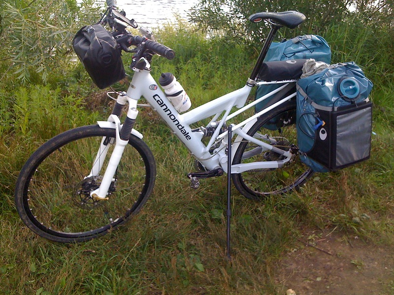 Багажник на туристическом велосипеде