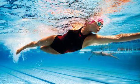 Что развивает плавание