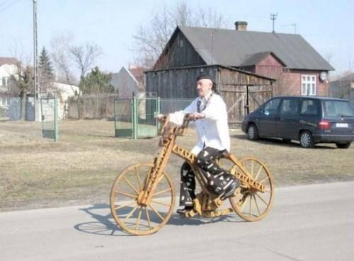 Славомир Веремкович и его деревянный велосипед