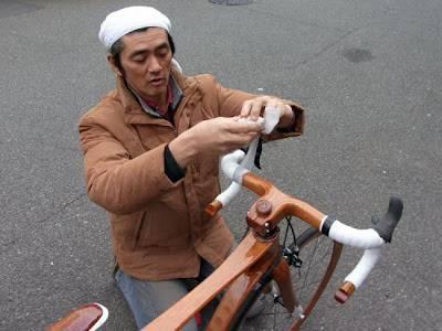 Суеширо Сано и его деревянный велосипед