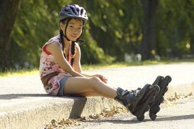 Как научить ребенка ездить на роликах