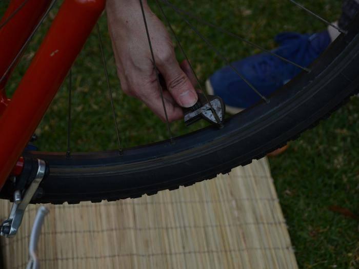 как исправить восьмерки на колесах велосипеда