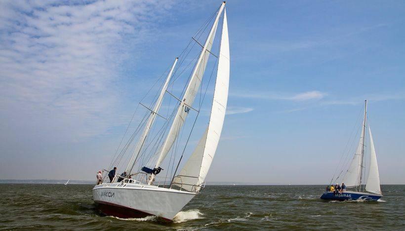 Спортивные парусные яхты
