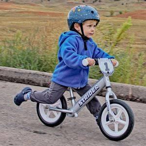 Обучение детей катанию на велосипеде
