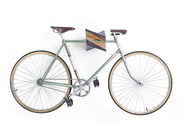 Подвесить велосипед на стену
