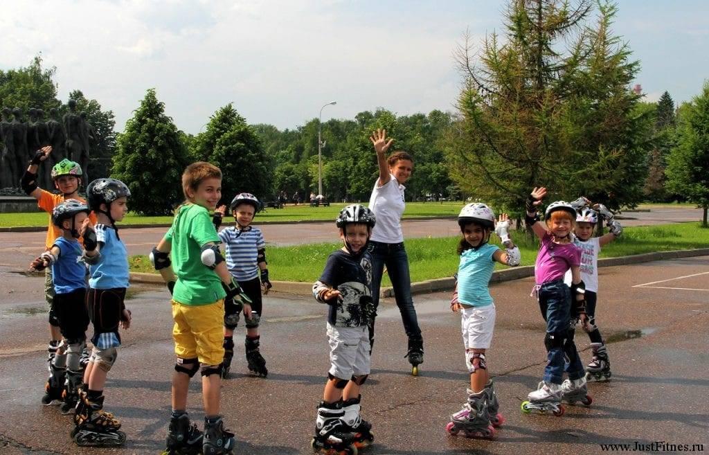 Основная цель программы — научить малышей кататься на роликах в городской среде и приобщить их к активному отдыху.