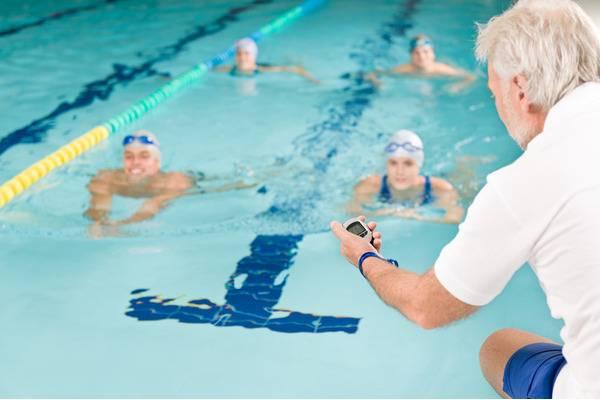 Как самостоятельно научиться плавать взрослому в бассейне