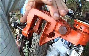 Как сделать мопед из бензопилы и велосипеда