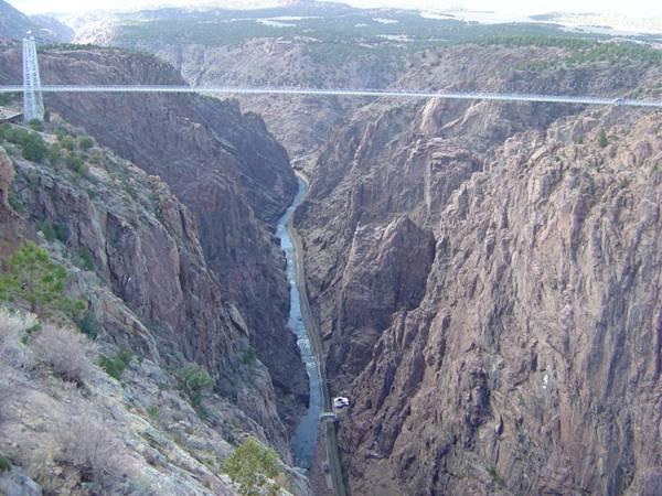 Как называется прыжок с моста на резинке