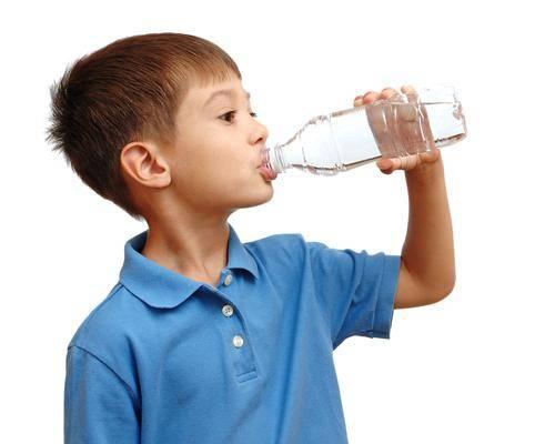 Сколько человеку нужно выпивать воды в день