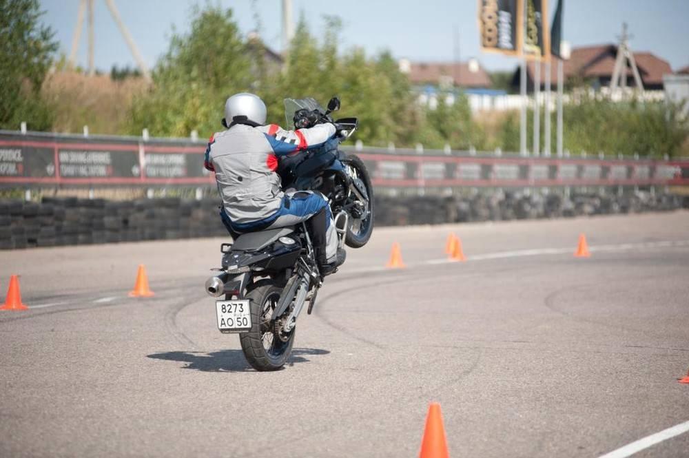 Как встать на козла на мотоцикле
