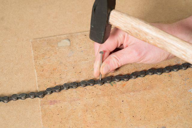 Как снять цепь без выжимки