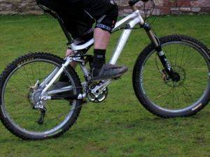 Трюк удобнее выполнять на горном велосипеде