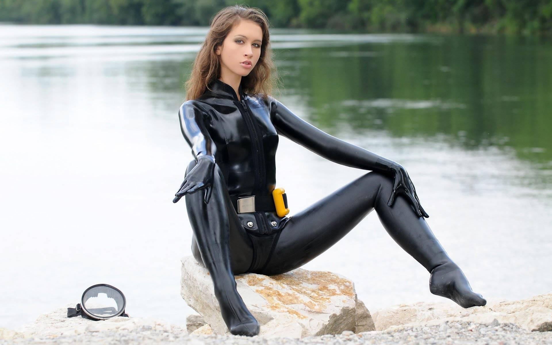 Сухой гидрокостюм для подводной охоты