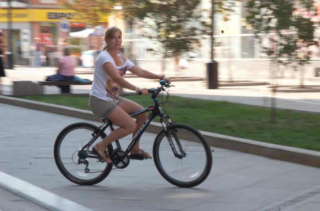 Как научить человека кататься на велосипеде