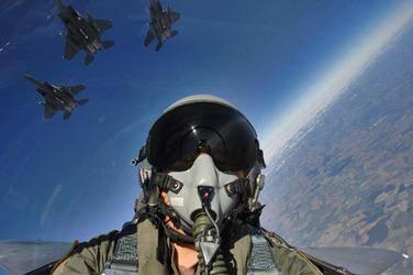 Как стать пилотом истребителя?