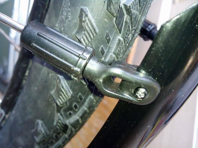 Крепление переднего крыла на велосипед
