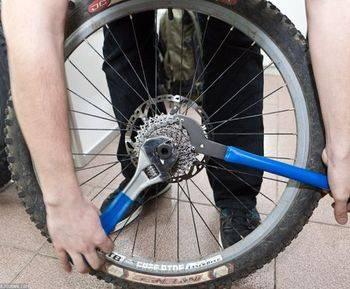 Как снять заднее колесо на велосипеде