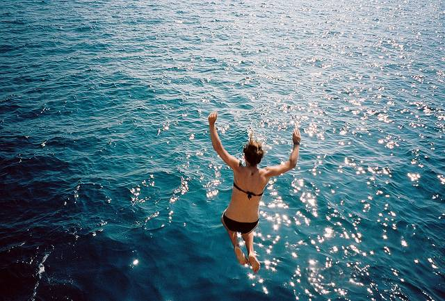 Как правильно прыгать в воду