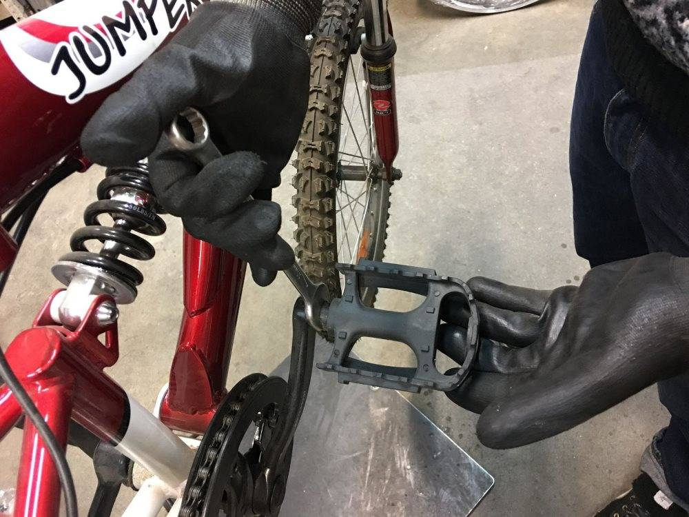 Как снять каретку с велосипеда без съемника