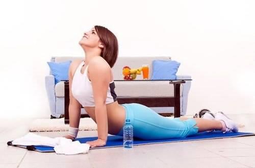 Упражнения в воде для спины