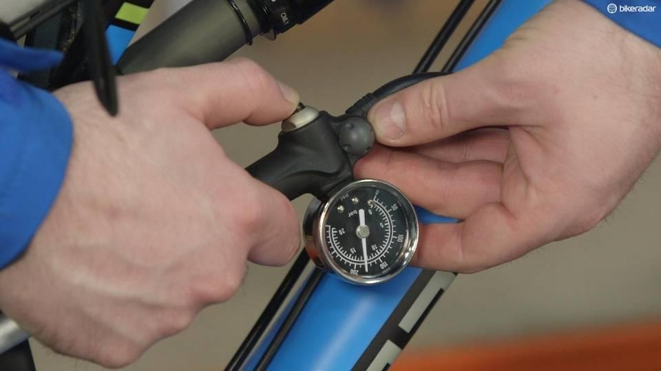 Настройка заднего амортизатора велосипеда