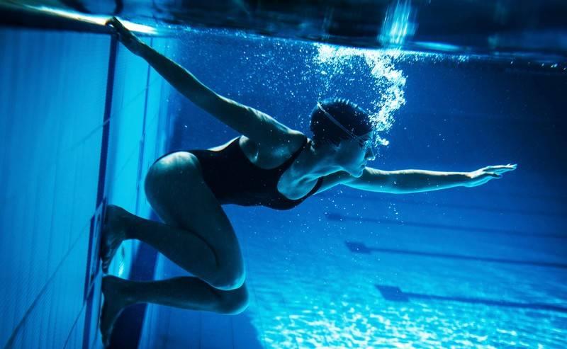 Упражнения для позвоночника в бассейне