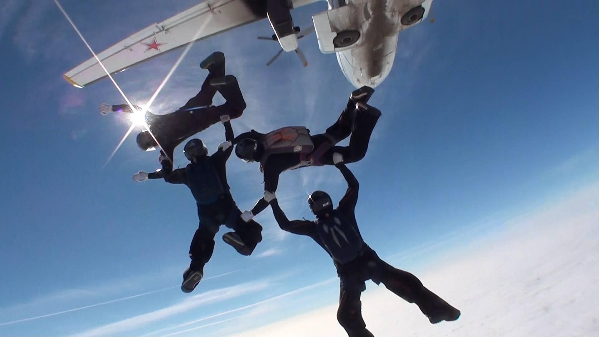 Как определяется победитель в парашютном спорте