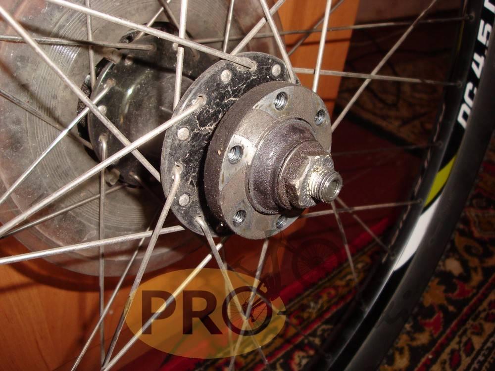 Снимаем заднее колесо и демонтируем ротор