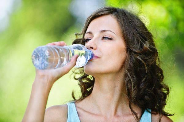 Сколько надо выпивать воды в день