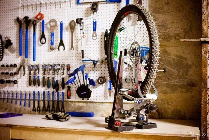 Шатается заднее колесо велосипеда