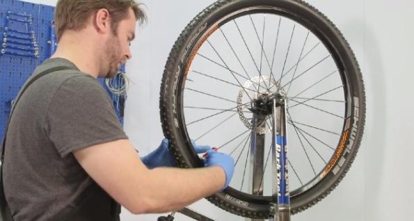Как поменять спицу на заднем колесе велосипеда