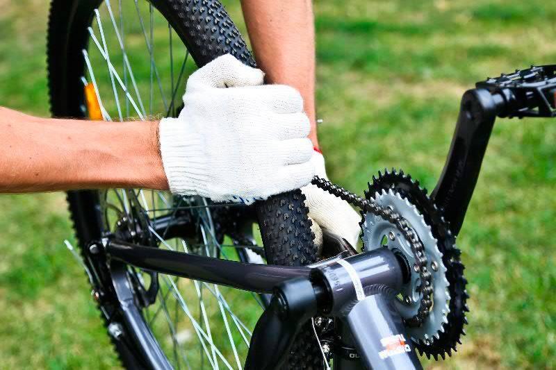 Как выправить восьмерку на велосипедном колесе